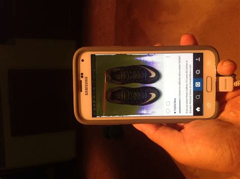 Samsung Galaxy S5 Cracked+Water Damaged Screen - Android