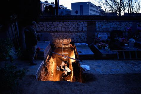Spain: Civil war graves exhumed, allowing 90-year-old