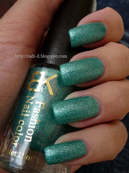 It`s all about nails: Emerald Crystal Sand